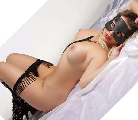 femme nue en public vivastreet escort toulon